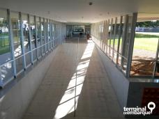 Corredor do hall de entrada que leva até a recepção