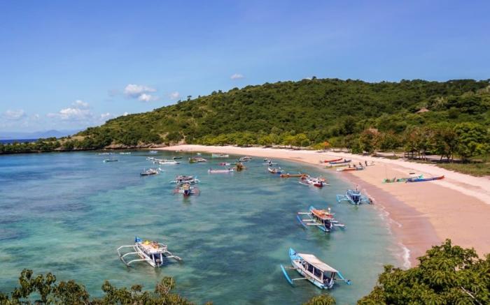 Praia de Areia Rosa - Pink Beach, Lombok, Indonésia | Foto: travelwiththesmile.com