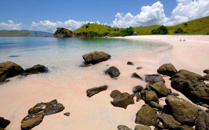 Praia de Areia Rosa - Pink Beach / Pantai Merah,Ilha de Komodo, Indonésia | Foto: Getty Images